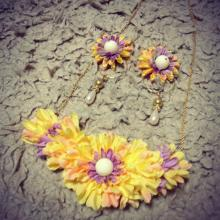 初めて造花=アーティフィシャルフラワーのネックレスアクセサリー
