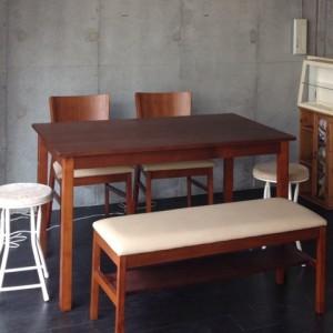 教室用ワークスペースのテーブル