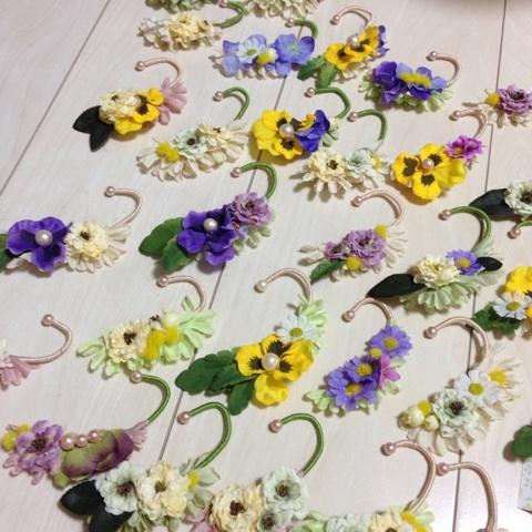 造花のアクセサリーイヤーカフ