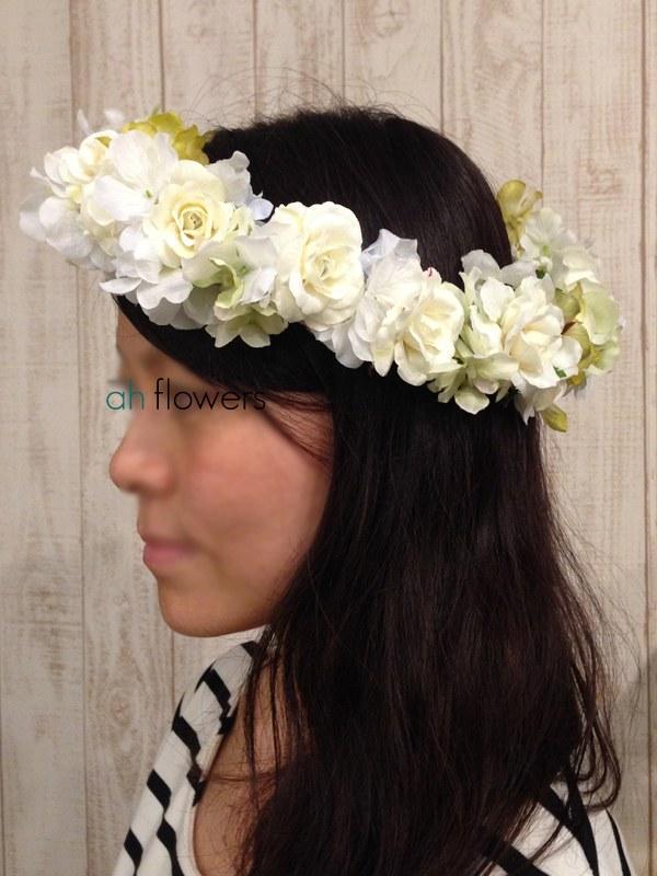 ナチュラルで柔らかなホワイトベースの花冠を製作
