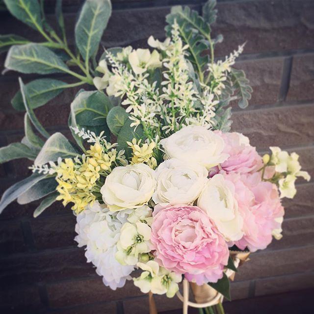 *グリーン多めのブーケが主流ですがその中に可愛いお花を入れると少しマイルドになります*あなただけのブーケ。オーダー期限は基本的に1週間前なら余裕!1日前ならちょっとあせるけれどその場でお作りしてる変な花屋です!*その理由は一生に一度の結婚式に後悔を残して欲しくないからです!お急ぎでもぜひご相談くださいませ🤗#プレ花嫁 #結婚式 #wedding #ウェディング #花嫁 #結婚準備 #卒花嫁 #marryxoxo #卒花 #プレ花嫁卒業 #日本中のプレ花嫁さんと繋がりたい #名古屋花嫁 #marry花嫁 #東海花嫁 #結婚式準備 #thebigday #結婚 #全国のプレ花嫁さんと繋がりたい #プロポーズ #結婚式アイデア #花嫁diy #アンティークウェディング #色打掛 #結婚式diy #東海プレ花嫁 #名古屋婚 #名古屋 #ahflowers #結婚式コーデ #大人花嫁