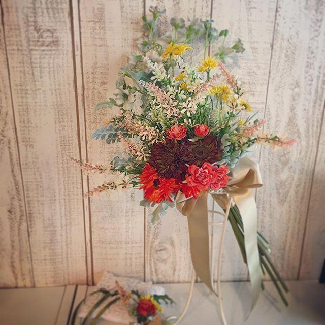 ナチュラルアンティークなクラッチブーケ当日ご予約なくても飛び込みでオーダーもほかのご予約がなければ可能です遠方やお急ぎであればその場でお作りの対応もできるように予約には余裕を持たせてますので一度ご相談くださいませ🤗#プレ花嫁 #結婚式 #wedding #ウェディング #花嫁 #結婚準備 #卒花嫁 #marryxoxo #卒花 #プレ花嫁卒業 #日本中のプレ花嫁さんと繋がりたい #名古屋花嫁 #marry花嫁 #東海花嫁 #結婚式準備 #thebigday #結婚 #全国のプレ花嫁さんと繋がりたい #プロポーズ #結婚式アイデア #花嫁diy #アンティークウェディング #色打掛 #結婚式diy #東海プレ花嫁 #名古屋婚 #名古屋 #ahflowers #結婚式コーデ #大人花嫁
