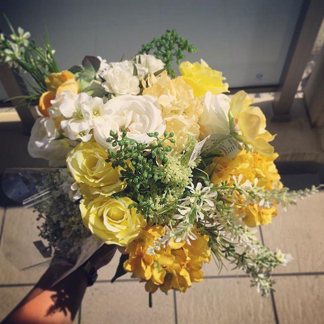 今日は快晴!こんな日は色鮮やかなブーケで結婚式を挙げたら花嫁さんのテンションマックスだ!🤗 準備がうまくいかなかったり家族や新郎さん、友人ともし何かあって結婚式のことで落ち込んでしまったら「ん。仕方なし!そういうタイミングだったのだ」と自分の結婚式を第一に楽しむことを花嫁さんは考えましょう結婚式は一度きり。まず自分が第一に楽しまなきゃ#プレ花嫁 #結婚式 #wedding #ウェディング #花嫁 #結婚準備 #卒花嫁 #marryxoxo #卒花 #プレ花嫁卒業 #日本中のプレ花嫁さんと繋がりたい #名古屋花嫁 #marry花嫁 #東海花嫁 #結婚式準備 #thebigday #結婚 #全国のプレ花嫁さんと繋がりたい #プロポーズ #結婚式アイデア #花嫁diy #アンティークウェディング #色打掛 #結婚式diy #東海プレ花嫁 #名古屋婚 #名古屋 #ahflowers #結婚式コーデ #大人花嫁